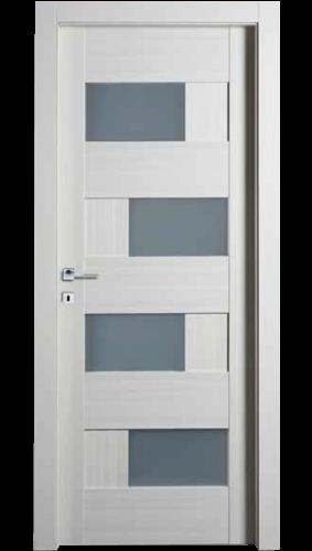 Sobna vrata su ukladama i staklom